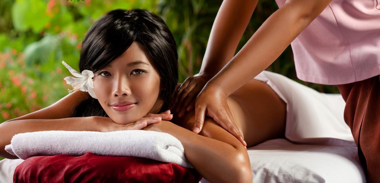 Реальное домашнее смотреть азиатка в руках массажиста